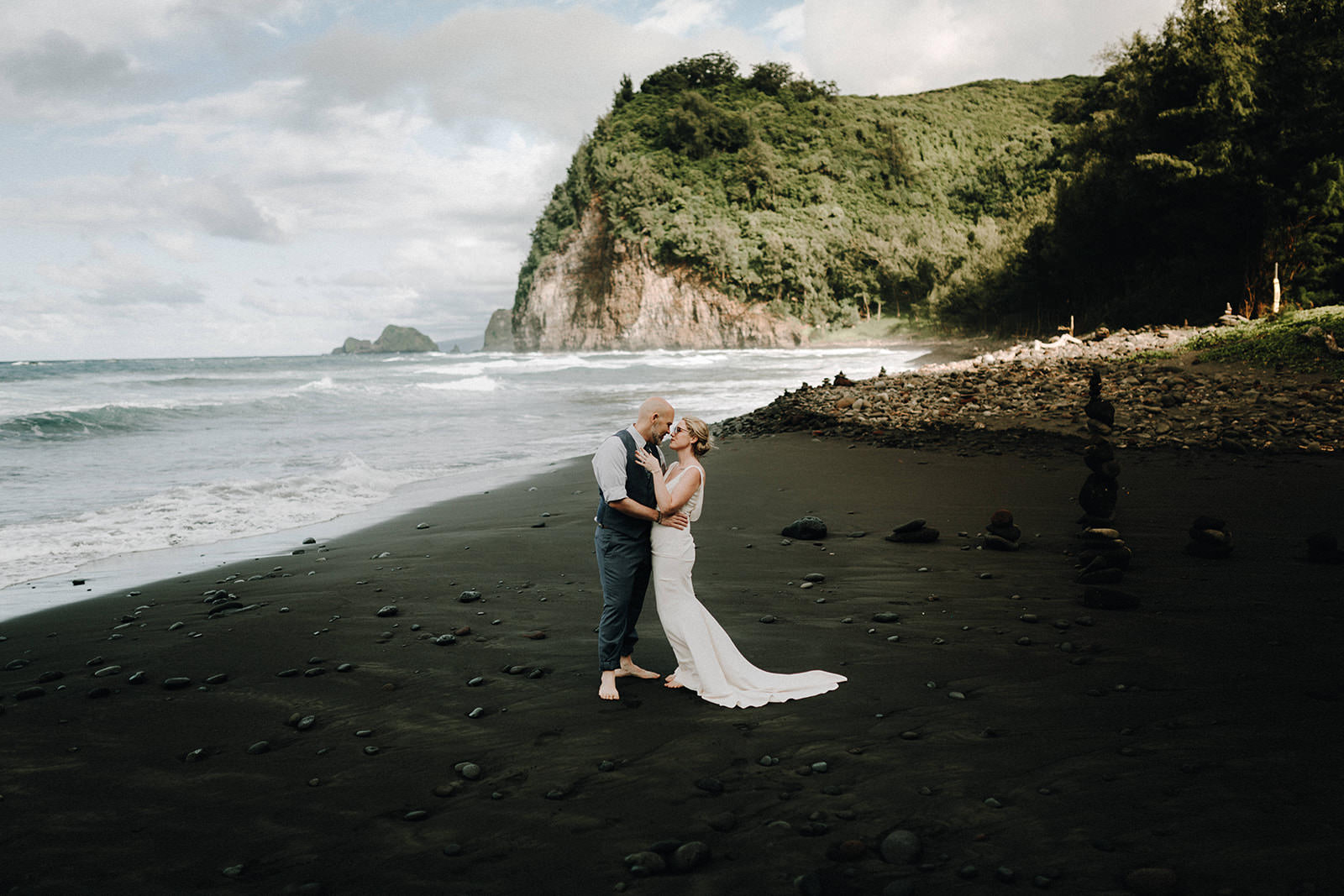 pololu valley, hawaii, big island, hawaii vacation, hawaii vacation package, hawaii wedding, big island elopement, hawaii wedding packages, hawaiian wedding, getting marriend in hawaii, hawaii beach wedding, hawaii elopement package, elope in hawaii, big island photographer, hawaii wedding photographer