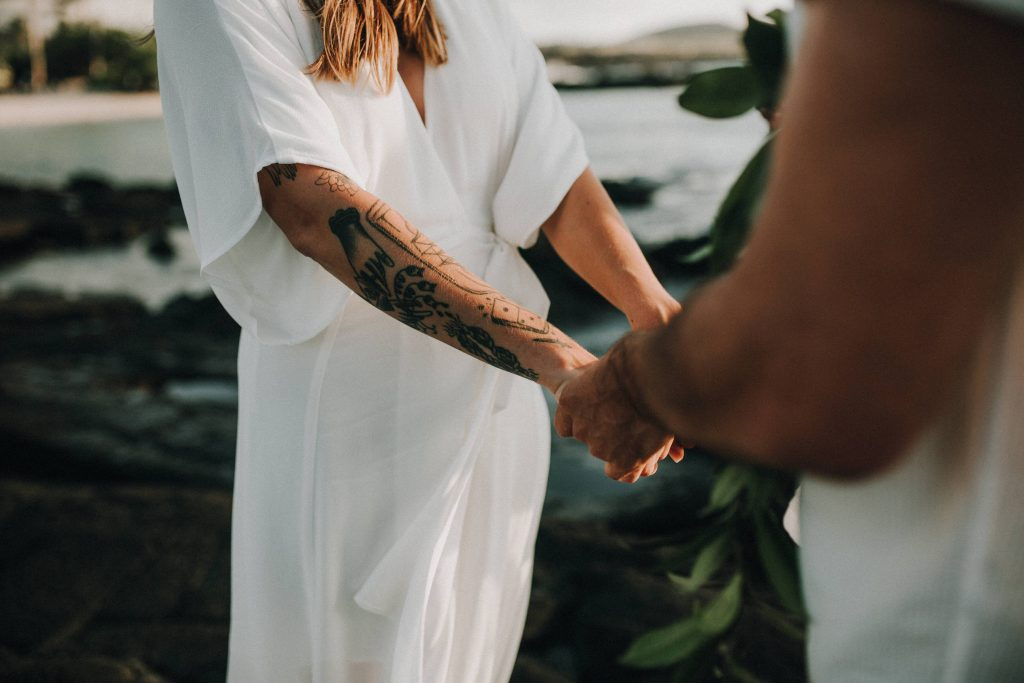 hawaii wedding, big island elopement, hawaii elopement, hawaii wedding, big island wedding, big island wedding ceremony, hawaii beac wedding, hawaii lei, bride flowers, lava wedding, barefoot wedding, ink wedding