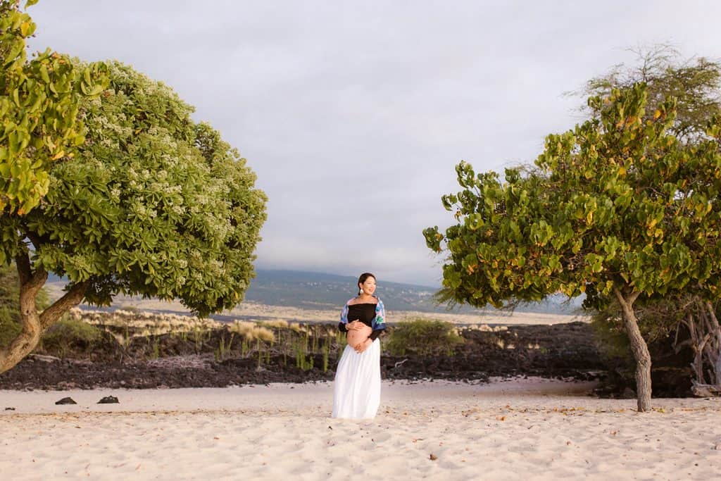 babymoon, big sland babymoon, maternity photo session, hawaii babymoon, hawaii photographer, hawaii maternity, lava fields, hawaii lava fields, makalawena beach