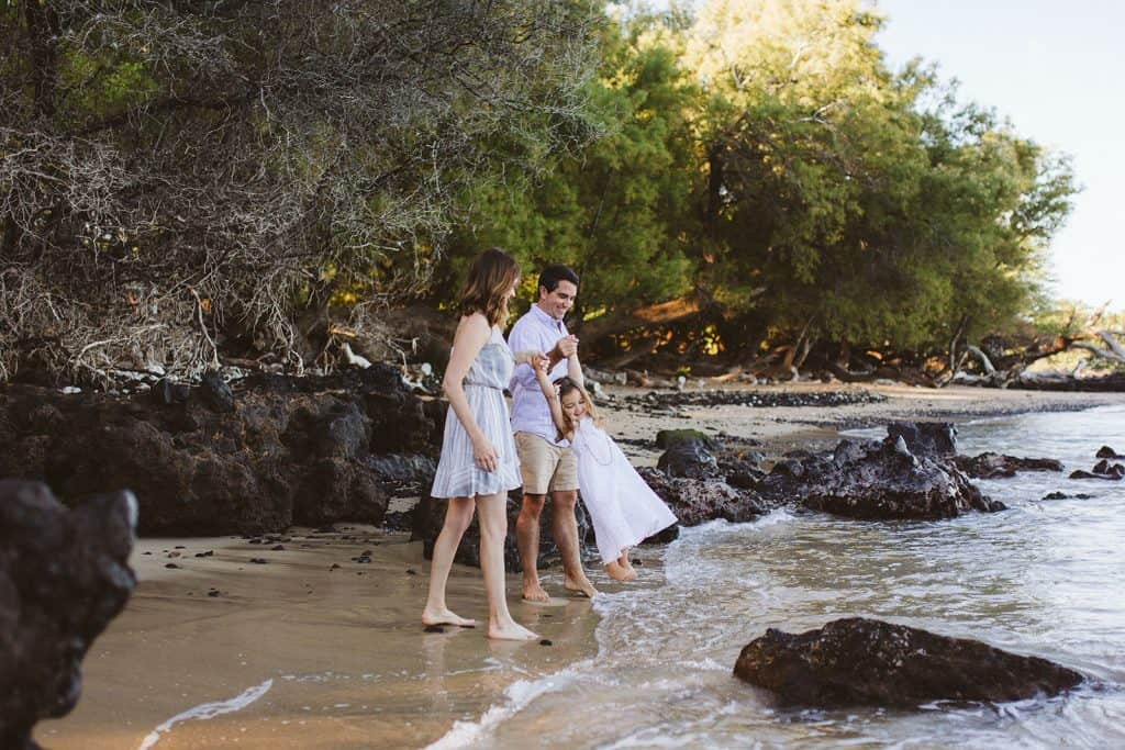 kona photographer, hawaii family photographer, hapuna beach, hapuna beach photo session, beach 69 photo session, big island family photo session, family photo session, what to wear for your hawaii photo session