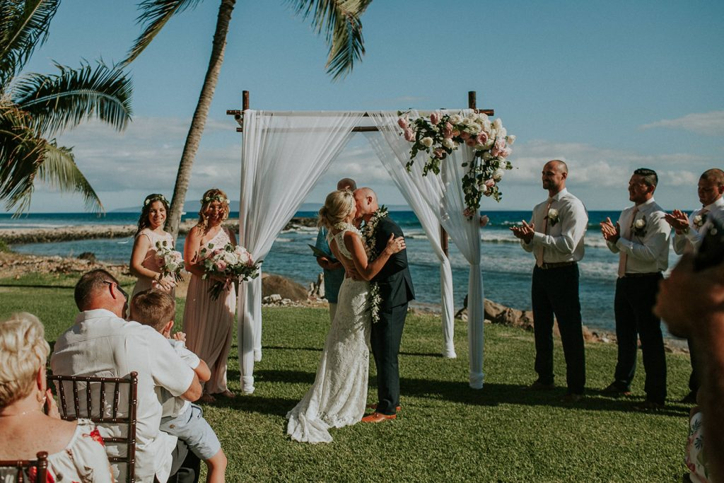 the kiss, maui wedding