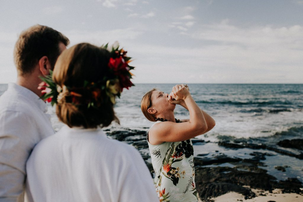 hawaii destination elopement, elopement photographer in hawaii, big island beach for elopements
