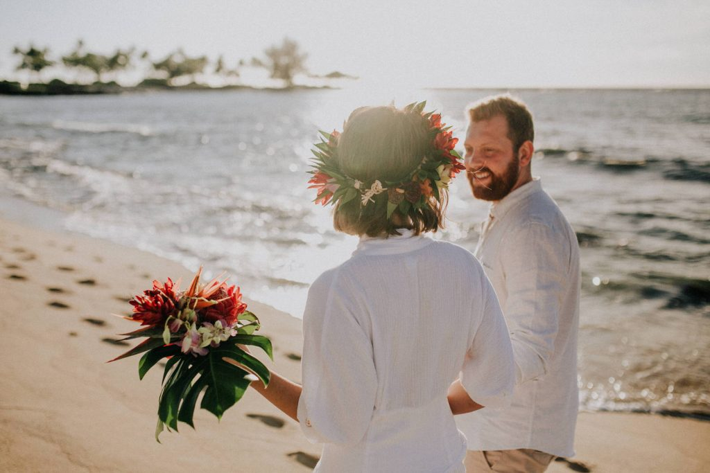 simple beach wedding in hawaii