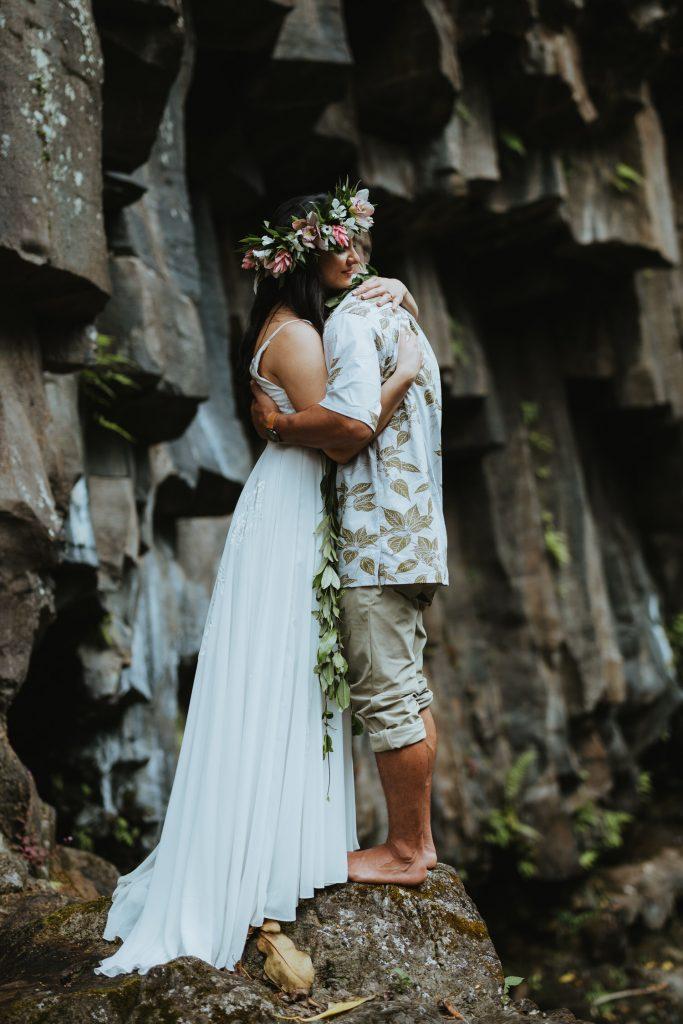 lava rocks wedding, volcanic wedding, modern wedding in hawaii, hawaii flowers