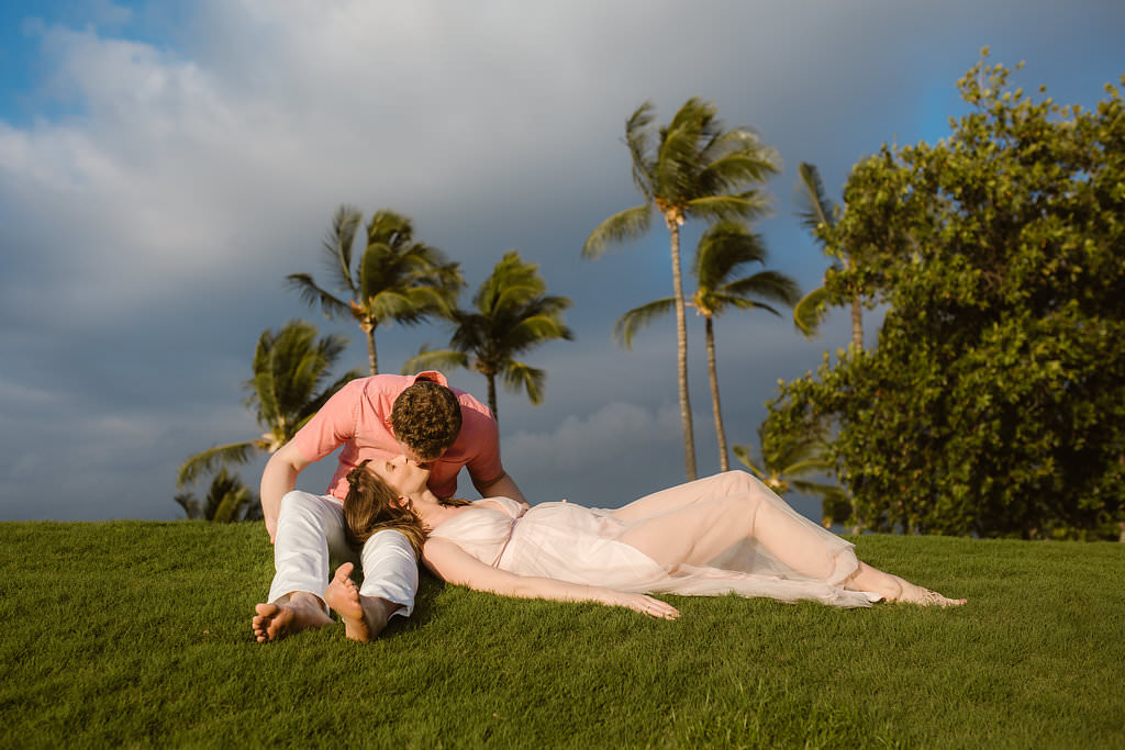 couple cups maternity photo