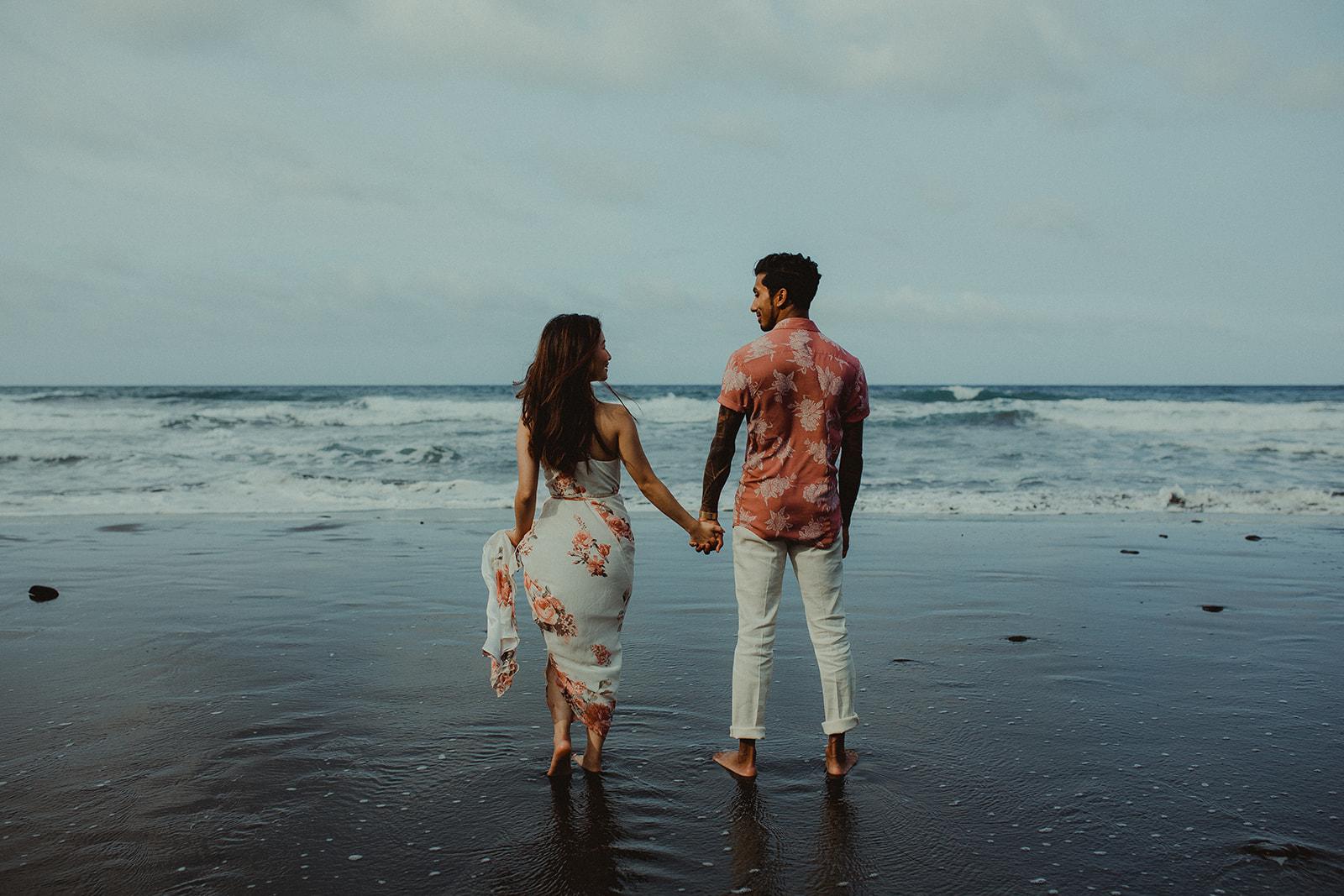 salty kisses, best engagement photos