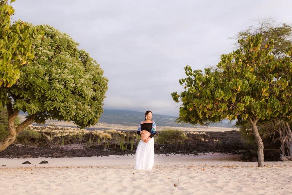babymoon, big sland babymoon, maternity photo session, hawaii babymoon, hawaii photographer, hawaii maternity, lava fields, hawaii lava fields, makalawena beach