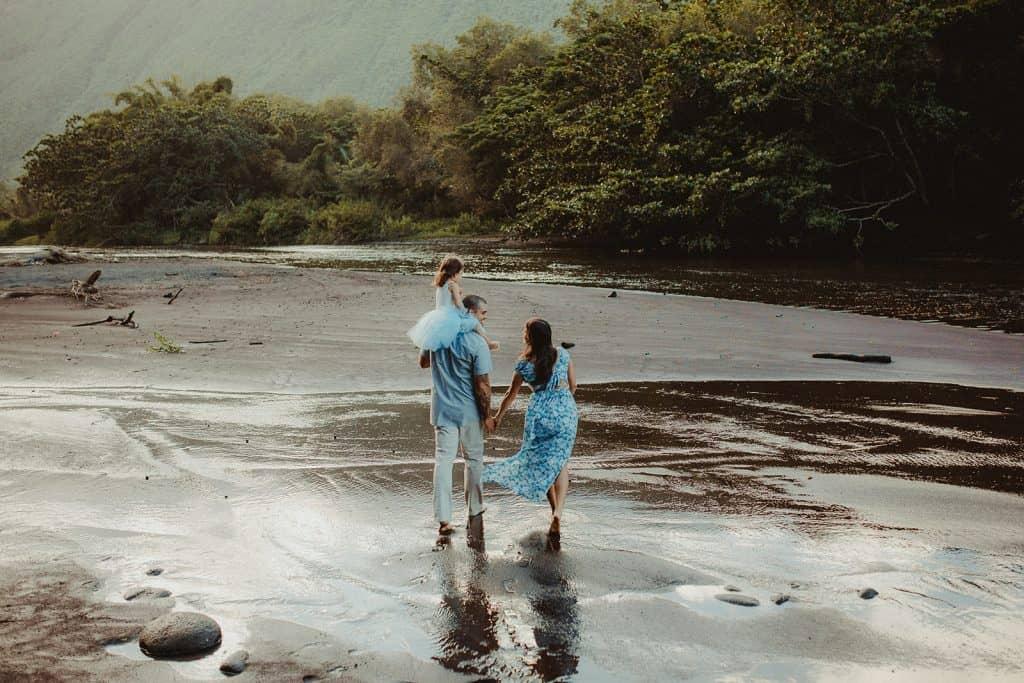 family photo session, waipio valley, big island family photo session, big island photographer, waipio valley photo session, maternity photo session, maternity photo session in hawaii, maternity photosession big island, big island maternity photos, hawaii maternity, maternity style