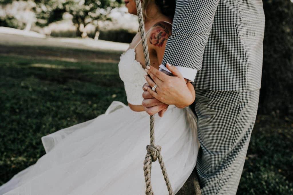 hawaii wedding tree swing, elopement hawaii, e
